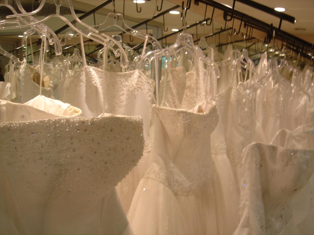 wedding dress second hand shops