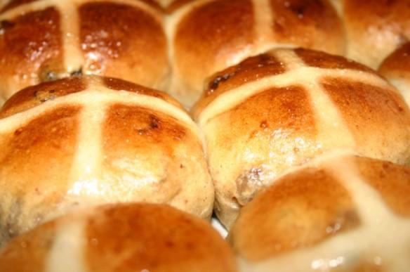 Image via http://www.vanielje.com/blog/2008/03/13/one-a-penny-two-a-penny-hot-cross-buns-2/