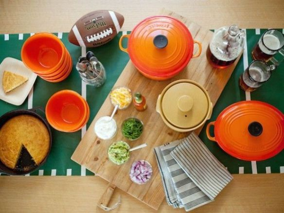 Image via http://www.cookingchanneltv.com/how-to/how-to-throw-a-super-bowl-party.html