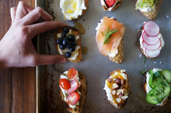 Image via http://honestlyyum.com/455/ricotta-crostini-party/
