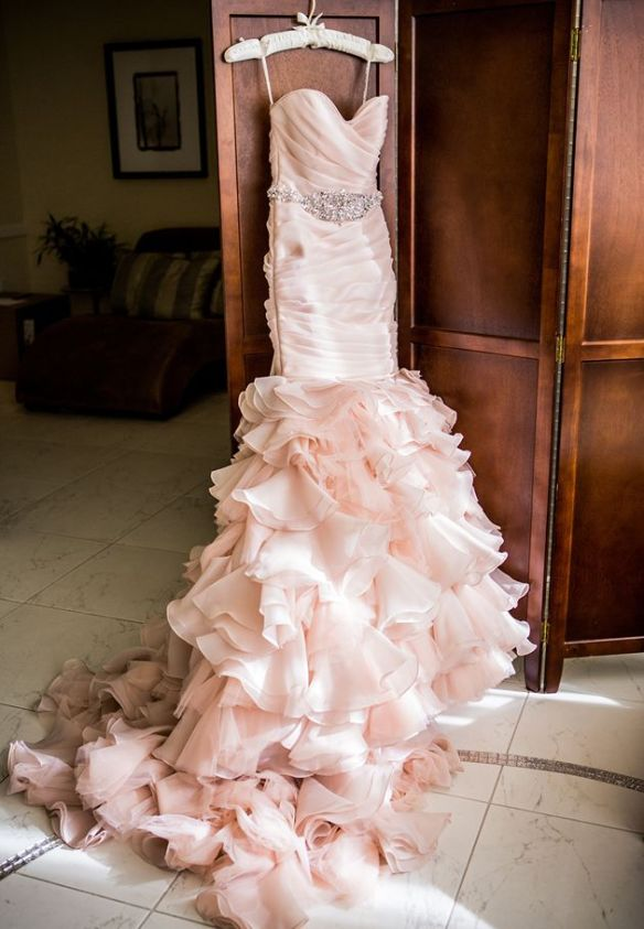 Image via http://www.brides.com/blogs/aisle-say/2014/01/california-wedding-seven-degrees-beautiful-day-photography.html